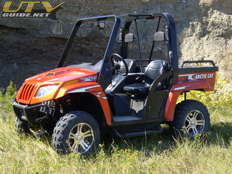 Arctic Cat Prowler 1000 XTZ is equipped with shoulder belts