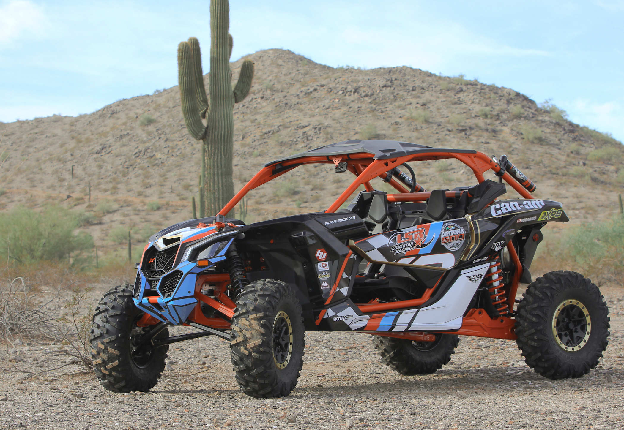brp unveils race inspired can am maverick x3 utv guide. Black Bedroom Furniture Sets. Home Design Ideas