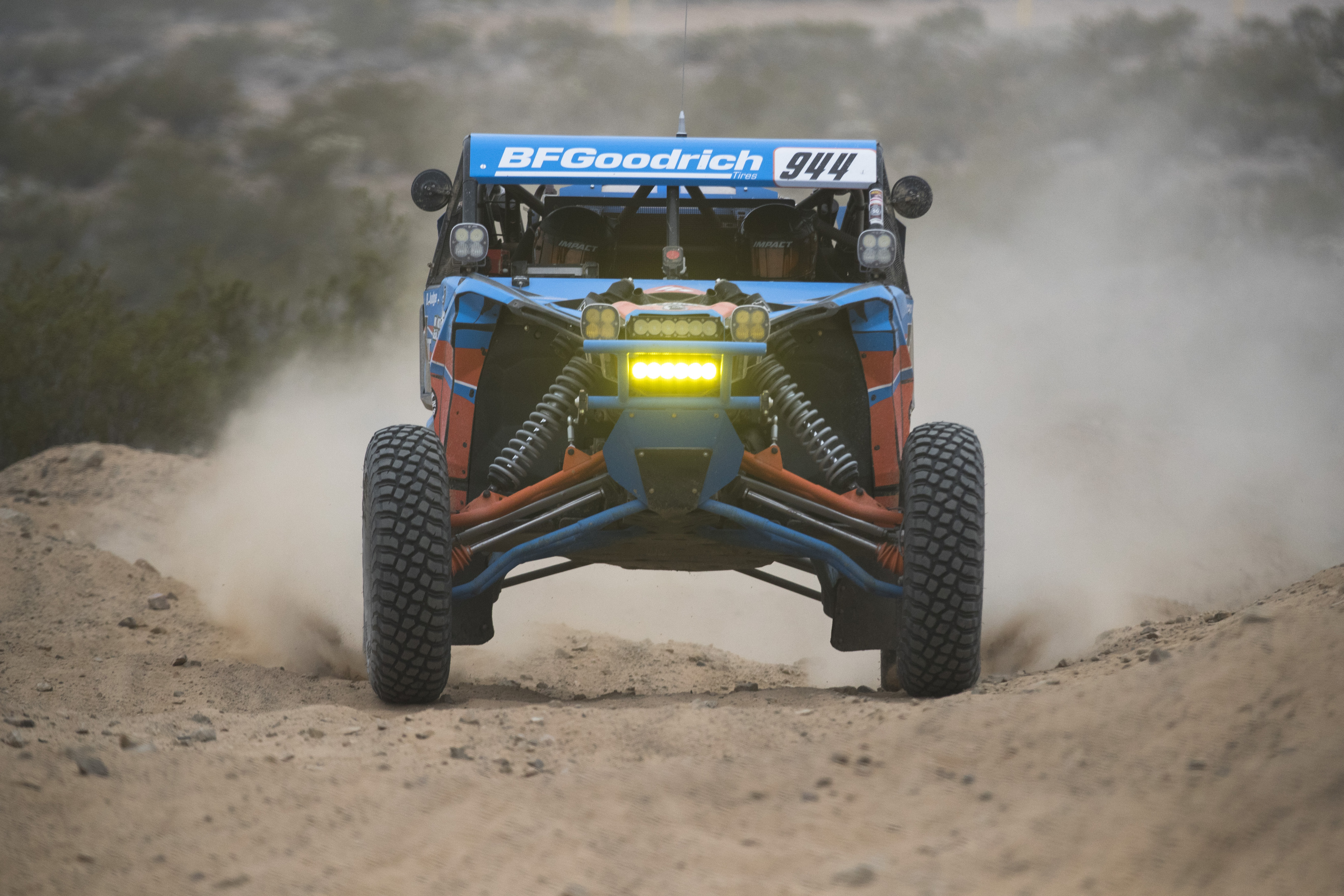 No Limit S Phil Blurton Charging Hard On His Way To 2nd Place Mint 400