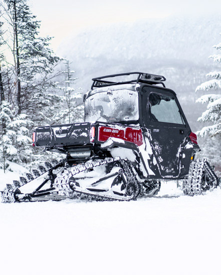 CAN-AM DEFENDER WITH APACHE BACKCOUNTRY LT TRACK KIT